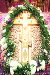 Крест с частицей Животворящего Креста